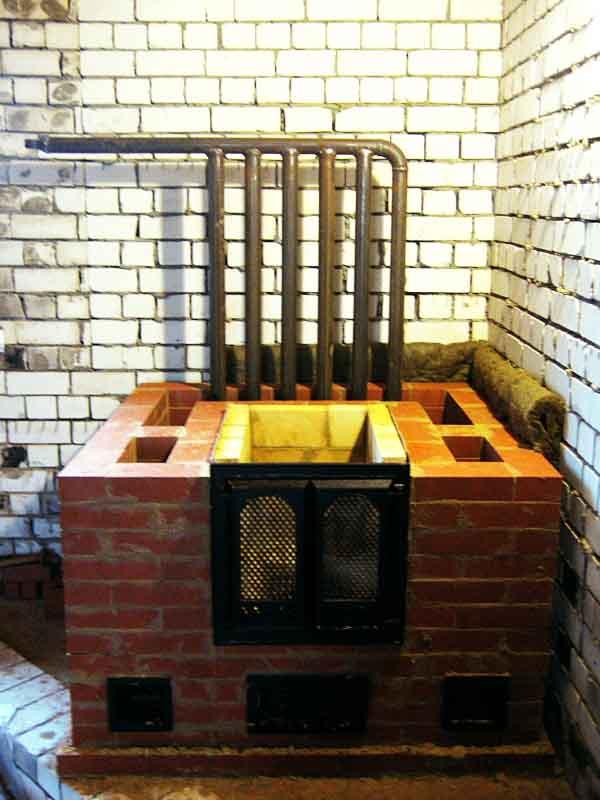 Печка из кирпича с водяным контуром для дома