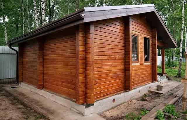 Деревянная постройка из брусьев