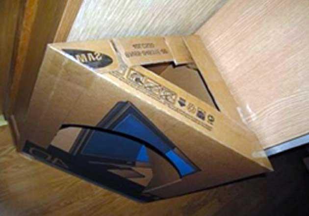 Согнутая в углу коробка