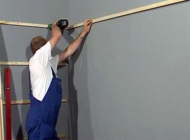 Крепление деревянных брусков на стенку