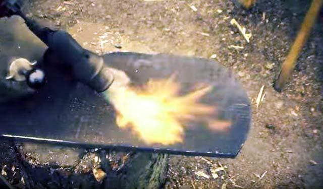 Обжигание дерева паяльной лампой