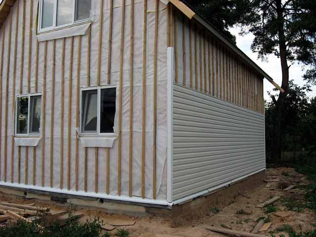 Дом с обрешеткой и ветрозащитой
