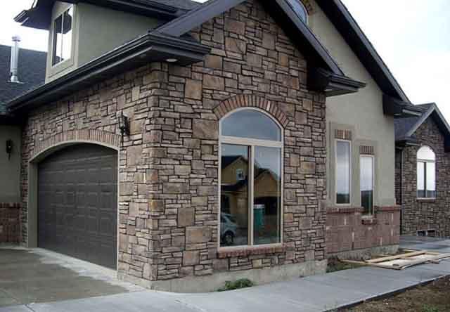 Каменный дом с гаражом