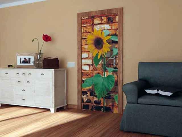 Обновленная дверь в комнате