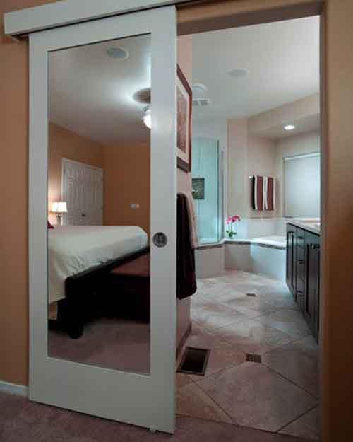 Зеркальный вход в комнату