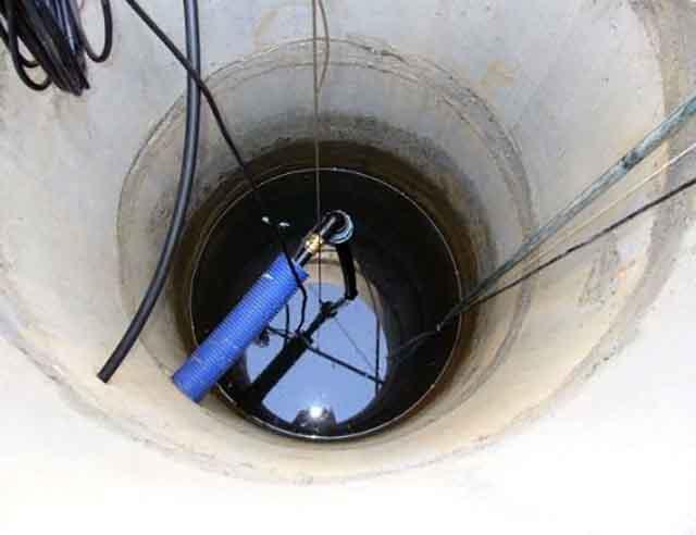 Подача воды по трубе из бассейна