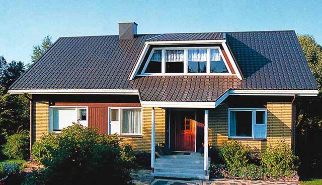 Дом с мансардой под железной крышей