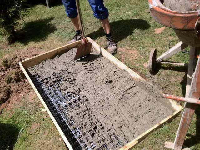 Армирование основания и укладка бетона