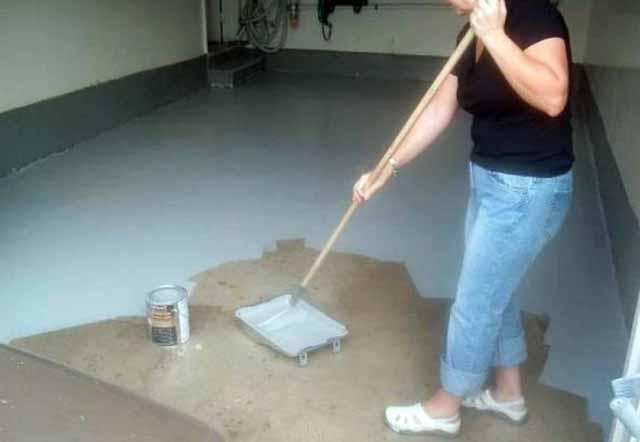Нанесение краски на бетон