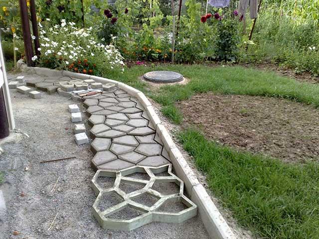Укладка бетона в форму