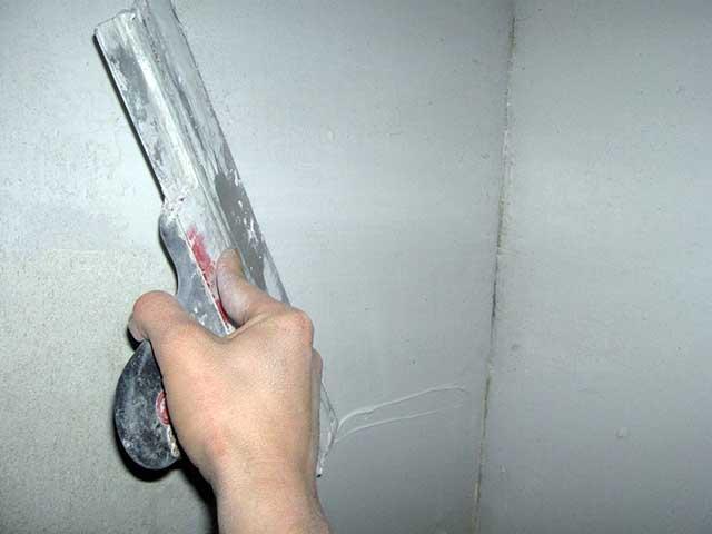 Шпатлвка стен перед покраской