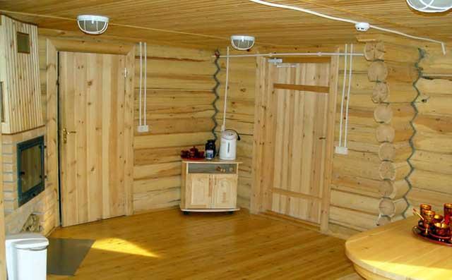 Двери в бане из массива сосны