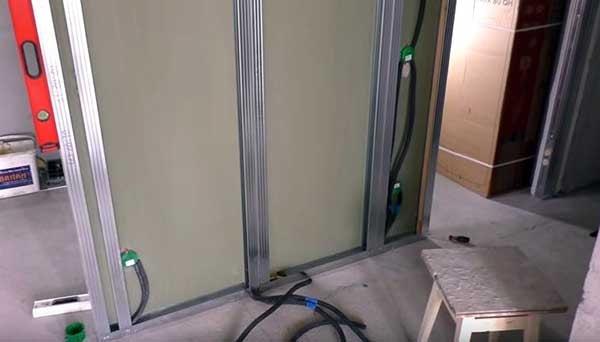 Электропроводка внутри гипсокартонной перегородки