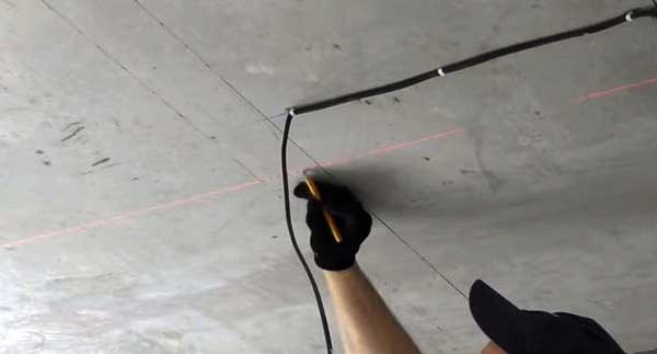 Перенос разметки на потолок