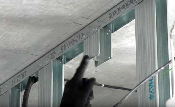 Элемент натяжного потолка