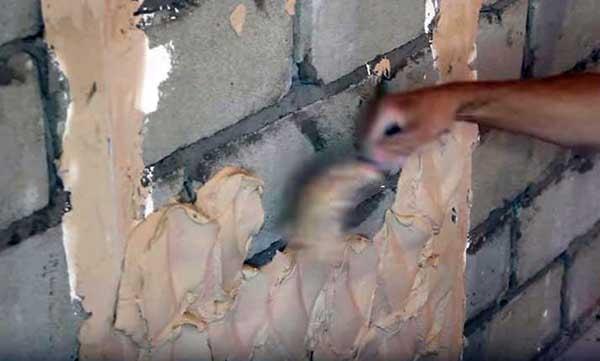 Набрасывание штукатурки на стену
