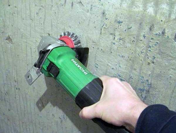 Как зачистить стену перед оштукатуриванием