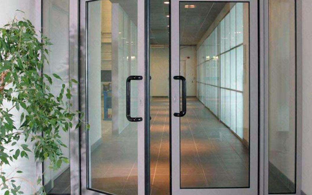 Алюминиевые двери — надёжность, качество или лишняя трата?