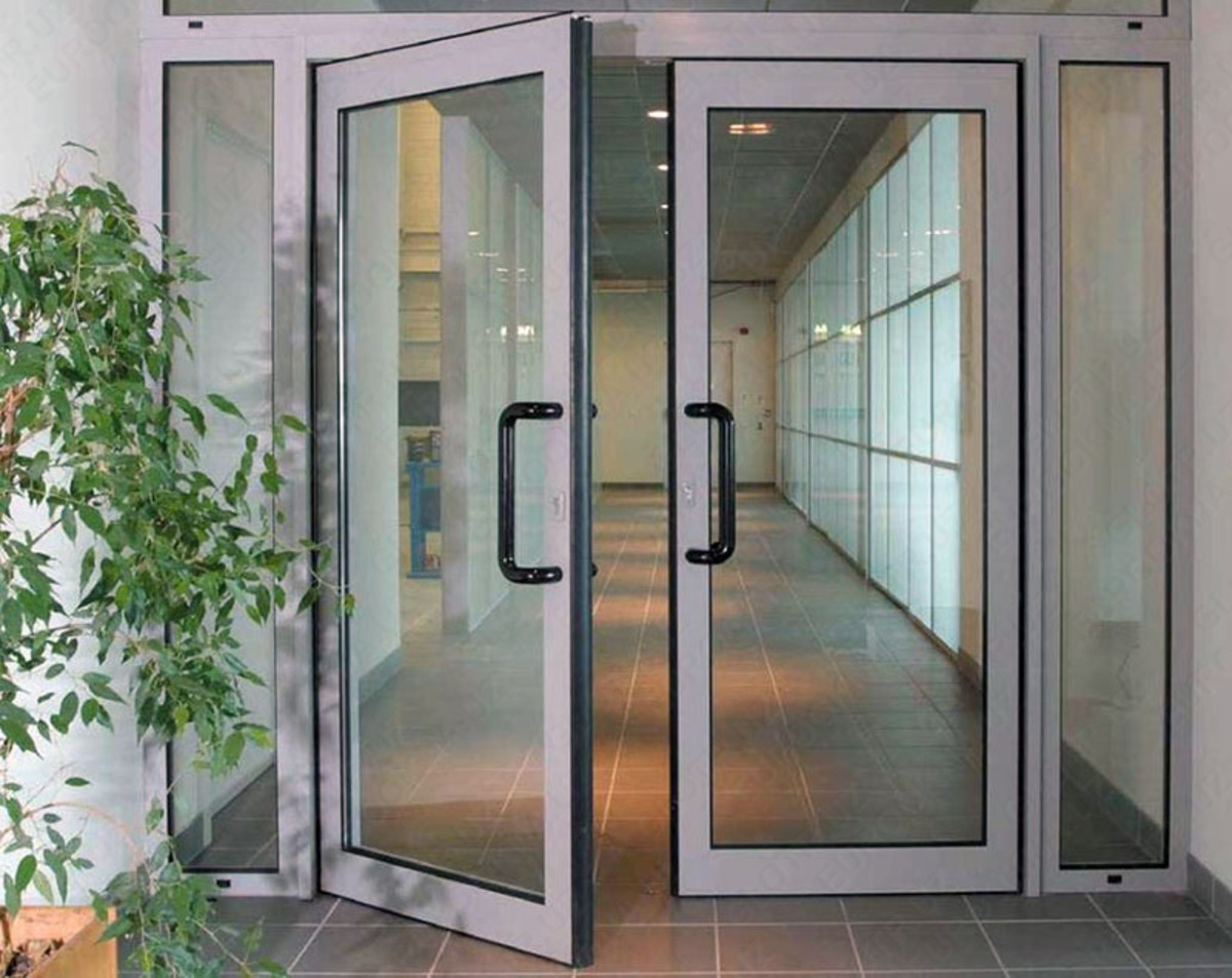 Алюминиевые двери - надёжность, качество или лишняя трата?