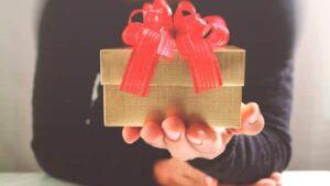 Какой сделать подарок на свадьбу друга или коллеги?