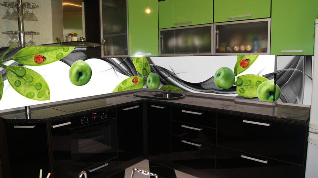 Кухонный фартук: особенности выбора и установки моделей из стекла