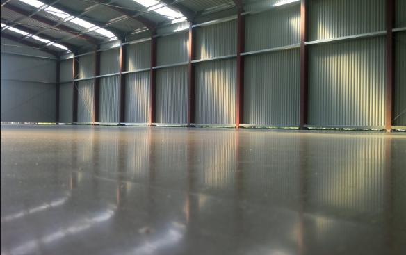 Топпинговые полы для промышленных объектов: тонкости технологии, преимущества